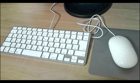 Apple Keyboard と Apple Mouse