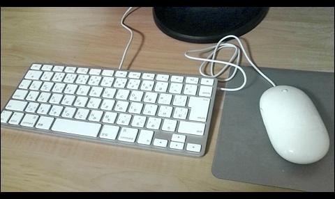 Apple Keyboard と Apple Mouse