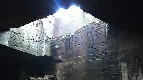 大谷石採掘場跡 地底湖ツアー「OHYA UNDERGROUND」